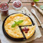 queso, albahaca y mermelada